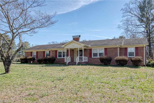 1638 Turfwood Drive, Pfafftown, NC 27040 (MLS #966614) :: HergGroup Carolinas | Keller Williams