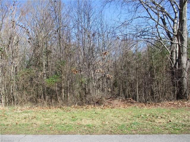 6906 Smoke Crest Drive, Kernersville, NC 27284 (MLS #966631) :: Berkshire Hathaway HomeServices Carolinas Realty