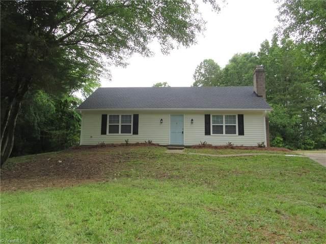 1204 W Rollingwood Circle, Winston Salem, NC 27105 (MLS #978170) :: Team Nicholson