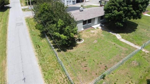 312 Mary Lou Avenue, Thomasville, NC 27360 (MLS #980110) :: Berkshire Hathaway HomeServices Carolinas Realty