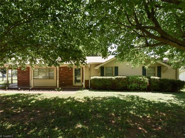 1845 Kenmore Drive, Statesville, NC 28625 (MLS #980519) :: Ward & Ward Properties, LLC