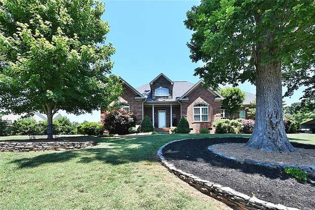 2135 Walnut Crossing Run, Yadkinville, NC 27055 (MLS #981832) :: Berkshire Hathaway HomeServices Carolinas Realty