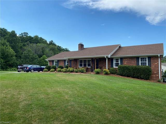 6355 Gough Court, Clemmons, NC 27012 (MLS #984752) :: Berkshire Hathaway HomeServices Carolinas Realty