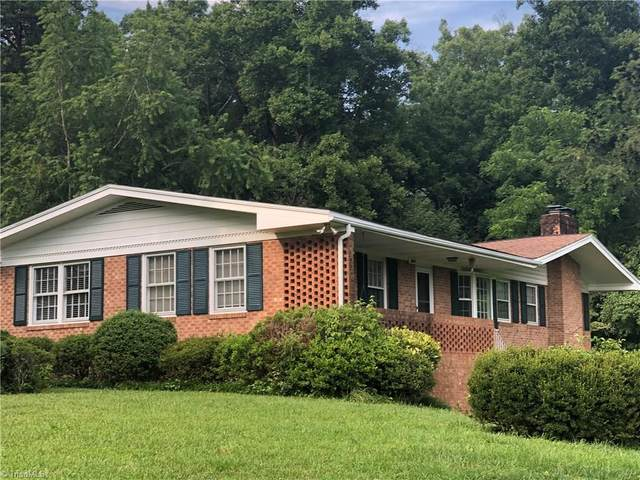 460 Fairway Lane, Mount Airy, NC 27030 (MLS #985662) :: Greta Frye & Associates | KW Realty Elite