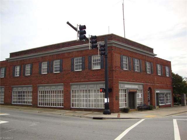 101 E Mountain Street, Kernersville, NC 27284 (MLS #995344) :: Berkshire Hathaway HomeServices Carolinas Realty