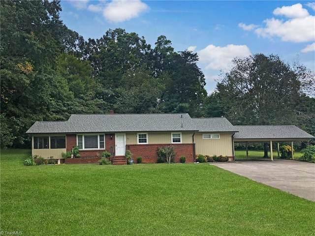 199 Tipperary Lane, Winston Salem, NC 27104 (MLS #996947) :: Berkshire Hathaway HomeServices Carolinas Realty
