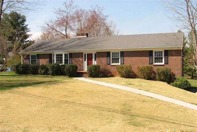 1066 Foxfire Road, Kernersville, NC 27284 (MLS #1014087) :: Greta Frye & Associates | KW Realty Elite