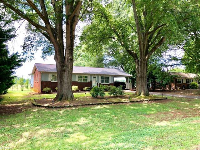 166 Center Circle, Mocksville, NC 27028 (MLS #892964) :: Kristi Idol with RE/MAX Preferred Properties