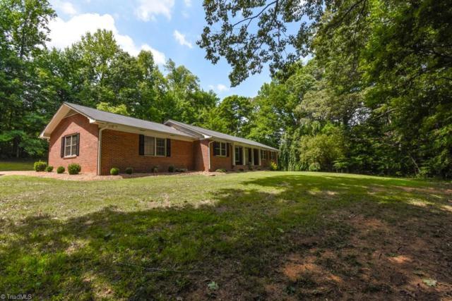 343 Wildwood Lane, Winston Salem, NC 27107 (MLS #895569) :: Kristi Idol with RE/MAX Preferred Properties