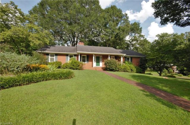 4260 Briarcliffe Road, Winston Salem, NC 27106 (MLS #896589) :: Kristi Idol with RE/MAX Preferred Properties