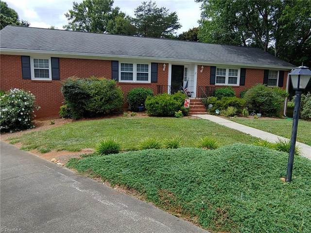 100 Stanwell Court, Clemmons, NC 27012 (MLS #985296) :: Ward & Ward Properties, LLC