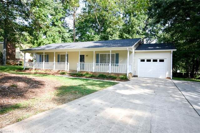 9105 Foxlair Drive, Kernersville, NC 27284 (MLS #994143) :: Berkshire Hathaway HomeServices Carolinas Realty