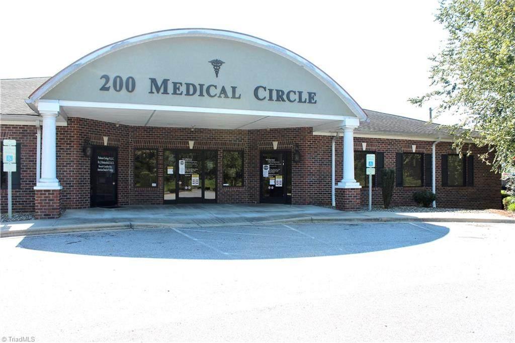 200 Park Circle - Photo 1