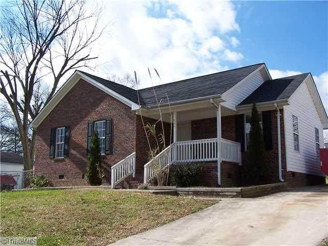 904 Benjamin Bensen Street, Greensboro, NC 27406 (MLS #1019874) :: Berkshire Hathaway HomeServices Carolinas Realty