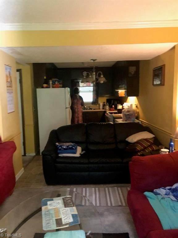 1109 Birchcrest Drive B, Greensboro, NC 27406 (MLS #1026577) :: Ward & Ward Properties, LLC