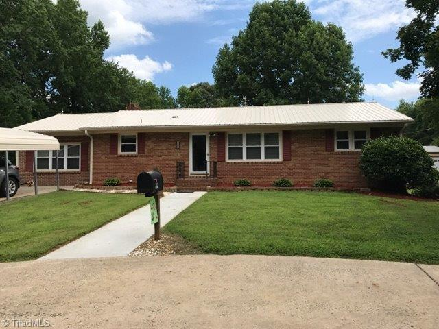 5622 Reidsville Road, Belews Creek, NC 27009 (MLS #840296) :: Kristi Idol with RE/MAX Preferred Properties