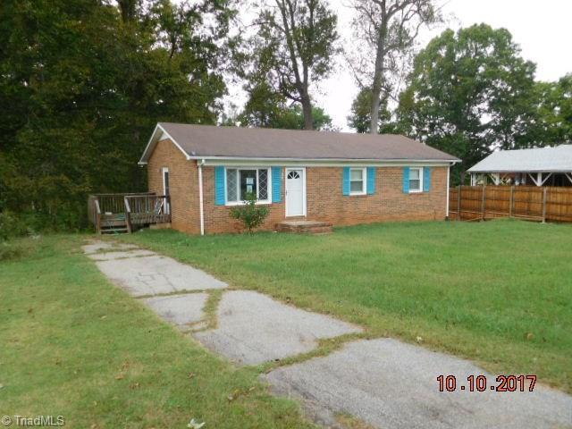 124 Center Circle, Mocksville, NC 27028 (MLS #854058) :: Kristi Idol with RE/MAX Preferred Properties
