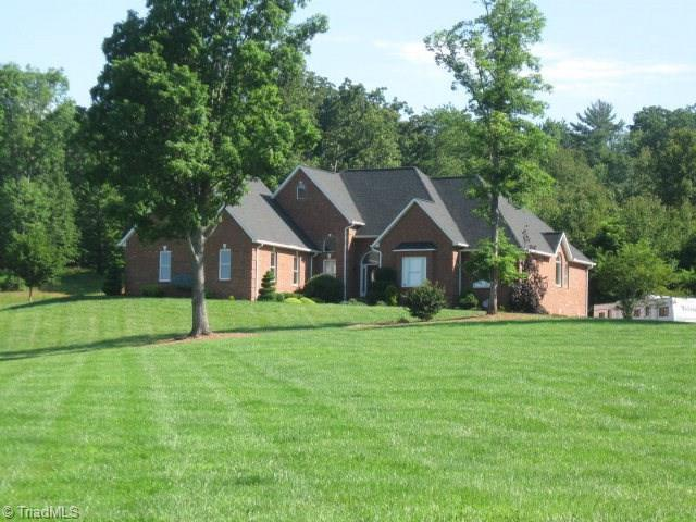 402 Hawks Nest Trail, Millers Creek, NC 28665 (MLS #858585) :: Realty 55 Partners