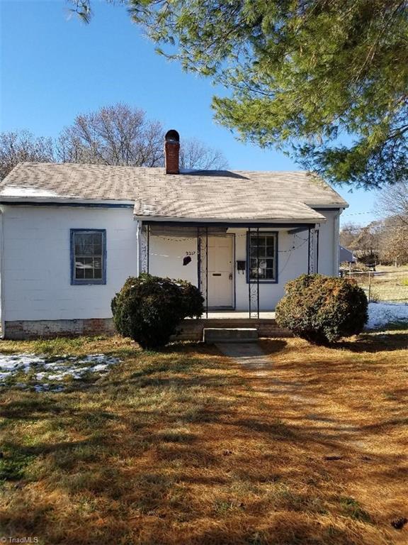 2217 Maple Street, Greensboro, NC 27405 (MLS #860858) :: Kristi Idol with RE/MAX Preferred Properties