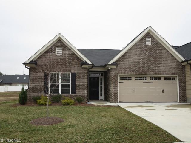 6840 Hanesbrook Circle, Clemmons, NC 27012 (MLS #875395) :: Kristi Idol with RE/MAX Preferred Properties