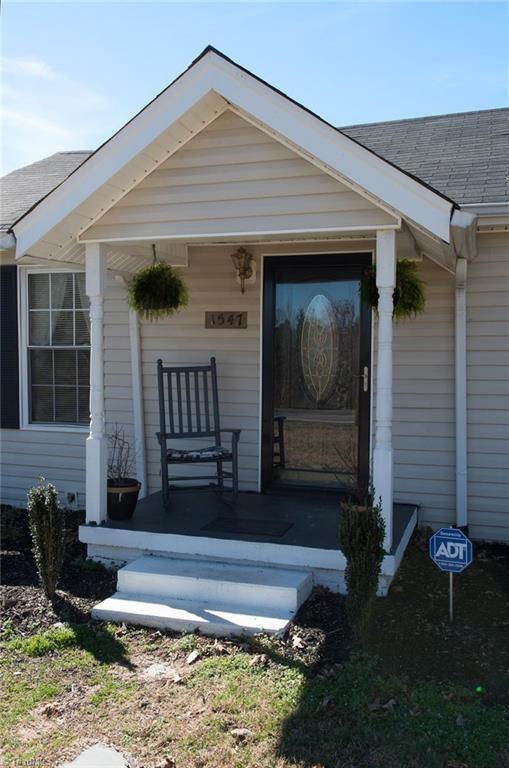 1547 Disher Road, Winston Salem, NC 27107 (MLS #875401) :: Kristi Idol with RE/MAX Preferred Properties