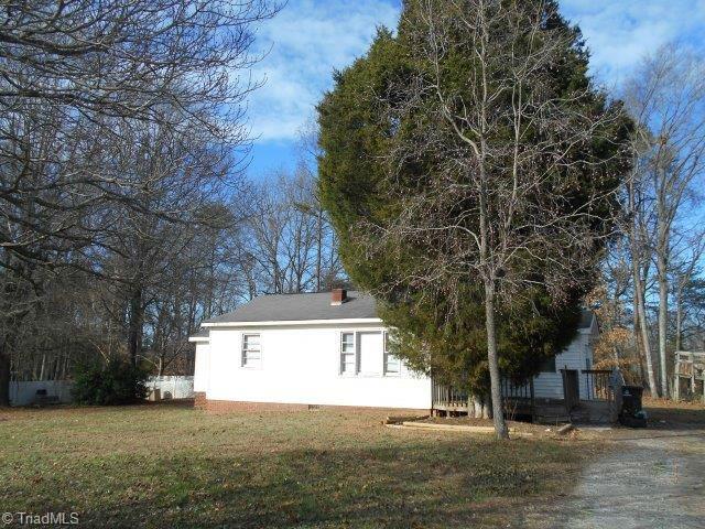 4165 Winterhue Street, Winston Salem, NC 27107 (MLS #875558) :: Kristi Idol with RE/MAX Preferred Properties