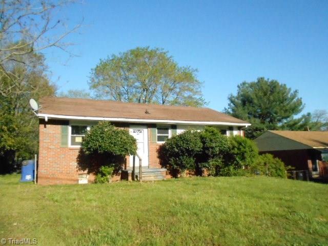 2213 Douglas Hill Drive, Winston Salem, NC 27105 (MLS #882801) :: Banner Real Estate