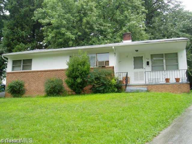 609 Woodridge Lane, High Point, NC 27262 (MLS #883176) :: Kristi Idol with RE/MAX Preferred Properties