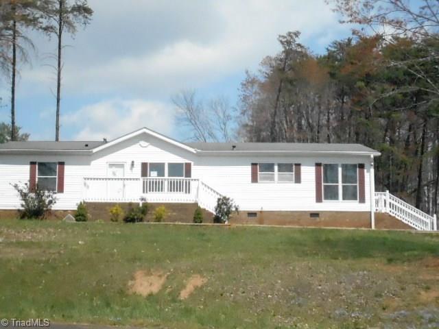 1005 Hillcrest View Drive, Walnut Cove, NC 27052 (MLS #887733) :: Kristi Idol with RE/MAX Preferred Properties