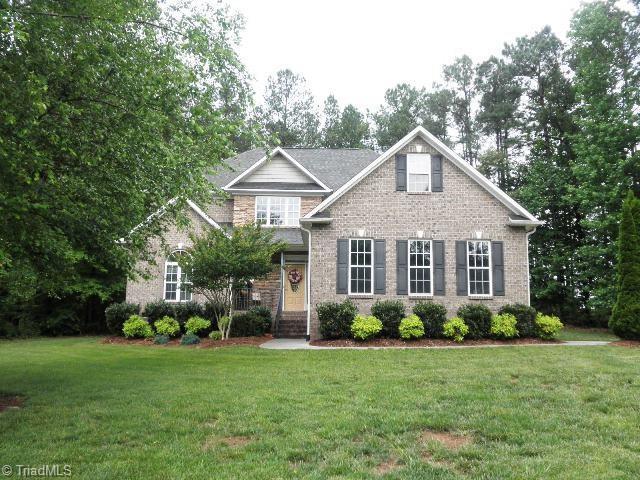 1068 Meadowlands Drive, Winston Salem, NC 27107 (MLS #893005) :: Kristi Idol with RE/MAX Preferred Properties