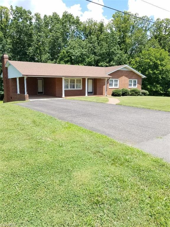 187 Ridgeview Drive, Mount Airy, NC 27030 (MLS #893769) :: Kristi Idol with RE/MAX Preferred Properties