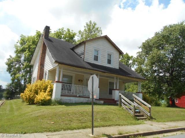 2420 Booker Street, Winston Salem, NC 27105 (MLS #895672) :: Kristi Idol with RE/MAX Preferred Properties