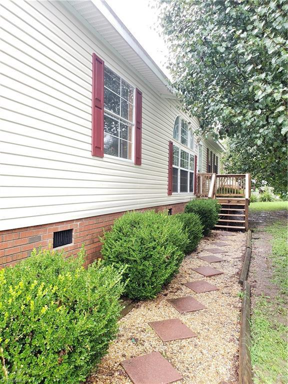 4694 Iron Weed Drive, Mcleansville, NC 27301 (MLS #897356) :: Kristi Idol with RE/MAX Preferred Properties