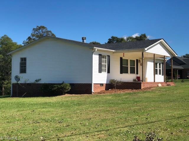 7881 Grapevine Road, Lewisville, NC 27023 (MLS #907037) :: Lewis & Clark, Realtors®