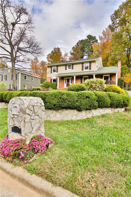 2206 Gracewood Drive, Greensboro, NC 27408 (MLS #909686) :: NextHome In The Triad