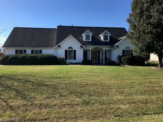 204 Charleston Ridge Drive, Mocksville, NC 27028 (MLS #910056) :: HergGroup Carolinas