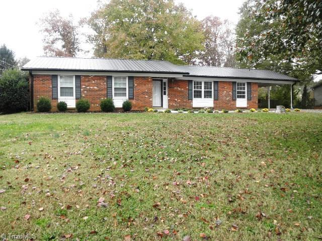 2424 Wickham Road, Kernersville, NC 27284 (MLS #910329) :: Kristi Idol with RE/MAX Preferred Properties