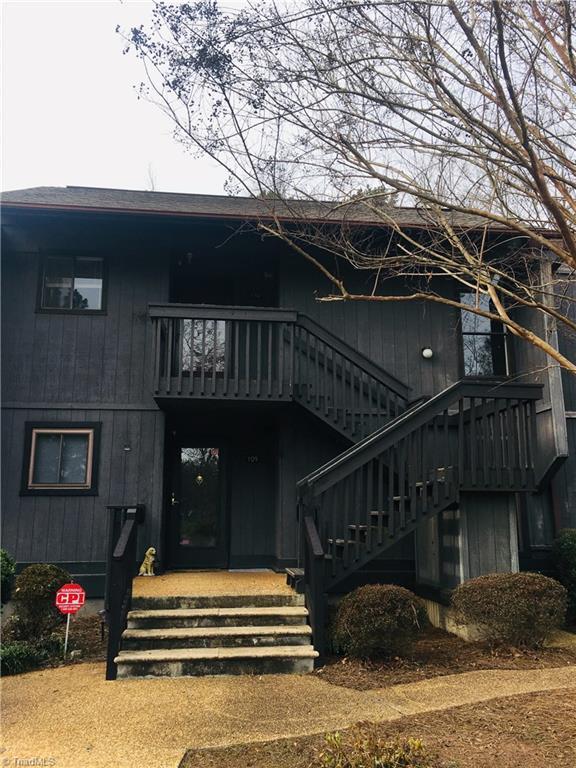 110 Cedar Cove Lane, Winston Salem, NC 27104 (MLS #912103) :: Kristi Idol with RE/MAX Preferred Properties