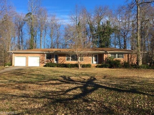 214 Pineridge Drive, High Point, NC 27262 (MLS #912934) :: Berkshire Hathaway HomeServices Carolinas Realty