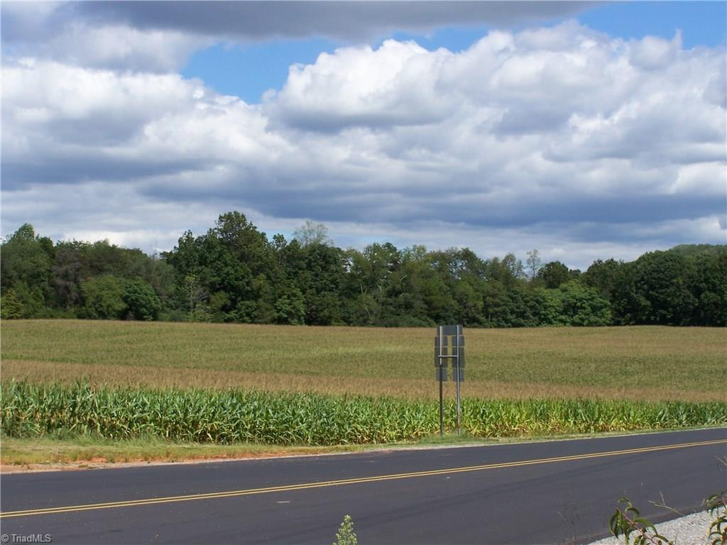 Memorial Highway - Photo 1