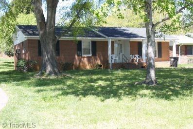 4119 Kingsland Circle, Winston Salem, NC 27106 (MLS #915039) :: Kristi Idol with RE/MAX Preferred Properties