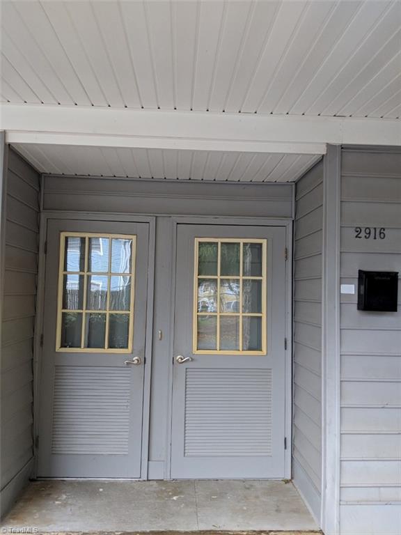 2916 Ramsgate Court, Winston Salem, NC 27106 (MLS #915346) :: Kristi Idol with RE/MAX Preferred Properties