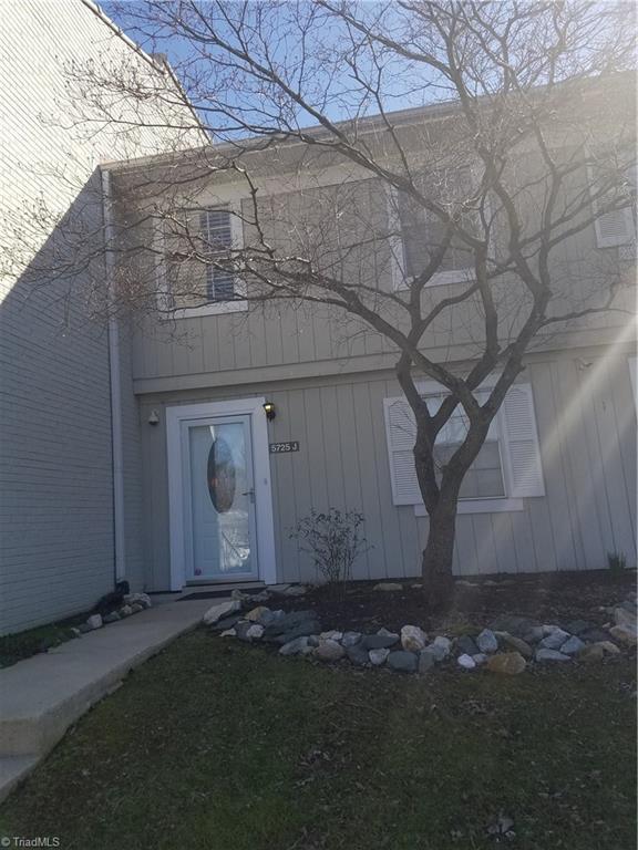 5725 Bramblegate Road J, Greensboro, NC 27409 (MLS #915808) :: Kristi Idol with RE/MAX Preferred Properties