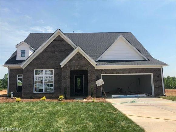 3233 Waterford Glen Lane, Clemmons, NC 27012 (MLS #916662) :: NextHome In The Triad