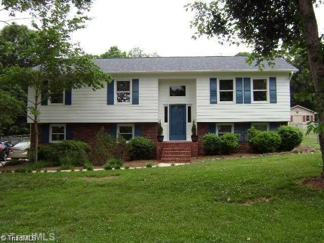 288 Hawkesbury Road, Clemmons, NC 27012 (MLS #923404) :: Kristi Idol with RE/MAX Preferred Properties
