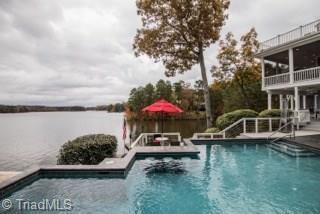 242 Larkspur Lane, Lexington, NC 27292 (MLS #924946) :: Kristi Idol with RE/MAX Preferred Properties