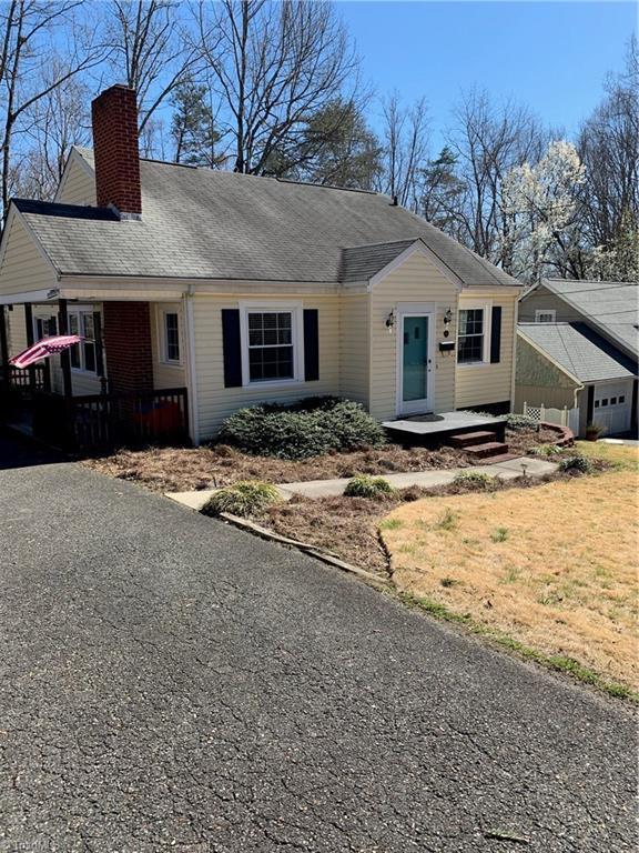 209 Bluff Street, Mount Airy, NC 27030 (MLS #925007) :: Kristi Idol with RE/MAX Preferred Properties