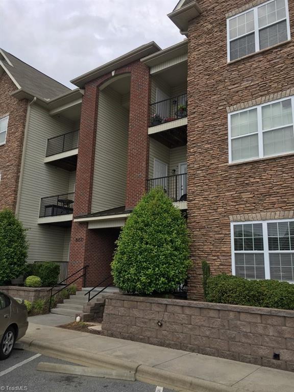 6831 Hanesbrook Circle #204, Clemmons, NC 27012 (MLS #932821) :: Kristi Idol with RE/MAX Preferred Properties