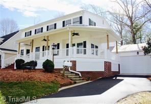 2246 Sherwood Drive, Winston Salem, NC 27103 (MLS #932920) :: Kristi Idol with RE/MAX Preferred Properties