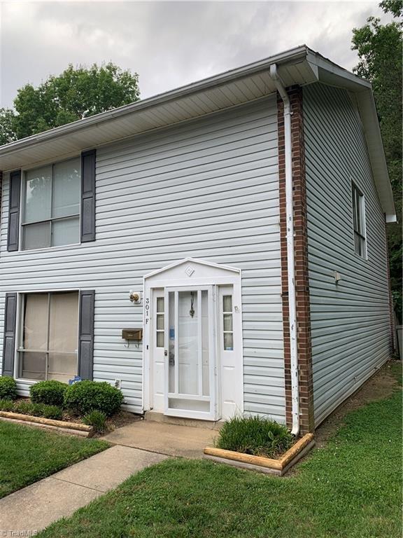 301 E Montcastle Drive F, Greensboro, NC 27406 (MLS #934373) :: Lewis & Clark, Realtors®